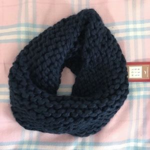 ✨NEVER USED Soft Hollister infinity scarf✨